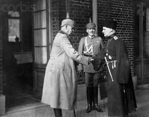 Генерал Пауль фон Гінденбург, генерал Крубер та гетьман України Павло Скоропадський на конференції в Бельгії 13 серпня 1918 р.