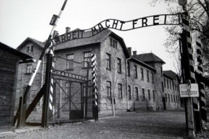 pic_A_U_Auschwitz concentration camp gate